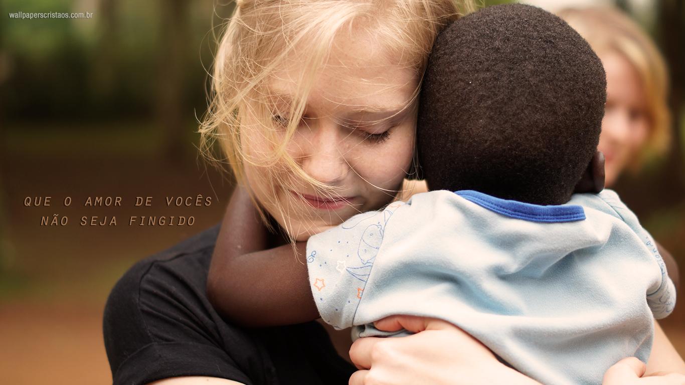 wallpaper cristão hd que o amor de vocês não seja fingido abraço_1366x768